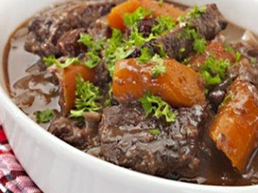 Ensopado de carne seca e pinhão com couve